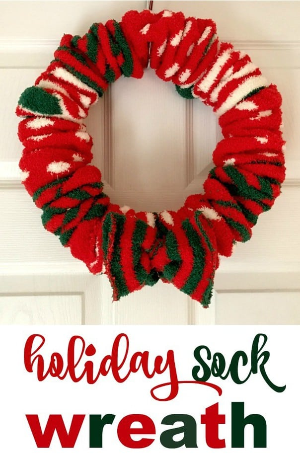 holiday-sock-wreath