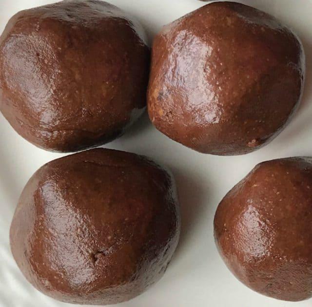 easy keto no bake brownie bites